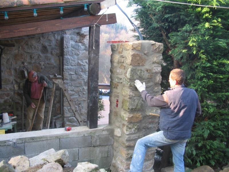 Gros uvre fa ade en pierre dans le vaucluse alain for Agrandissement maison pierre